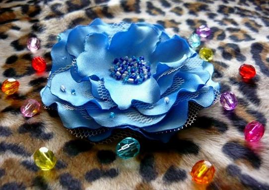 Декоративные цветы из атласа