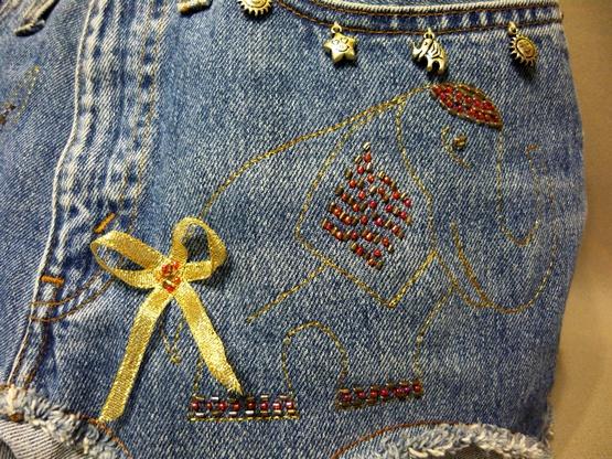 Декорирование вещей при помощи вышивки