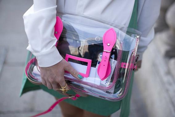 Как правильно носить прозрачные вещи
