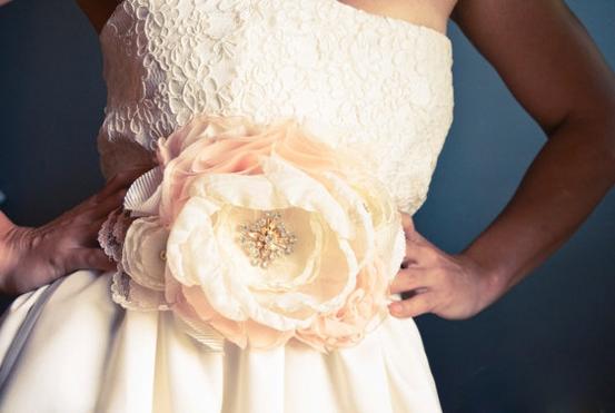 Как сделать цветы из шифона для платья 18