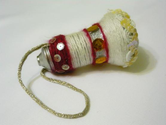 Елочные игрушки из лампочек
