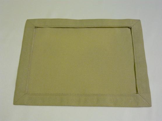 Салфетки с машинной вышивкой и бисером