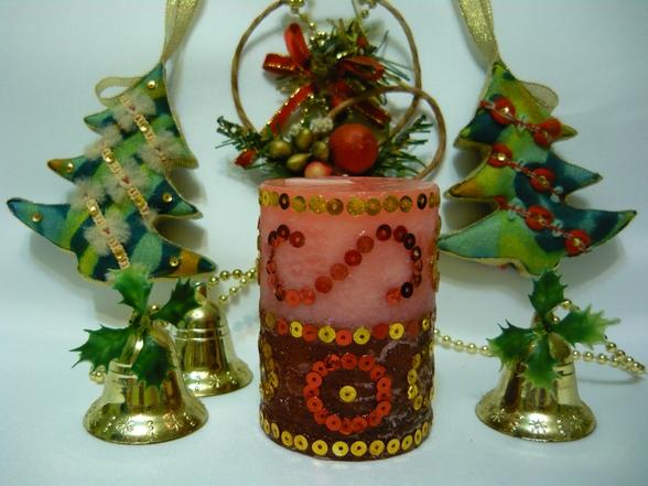 Декорирование  новогодней  свечи   пайетками