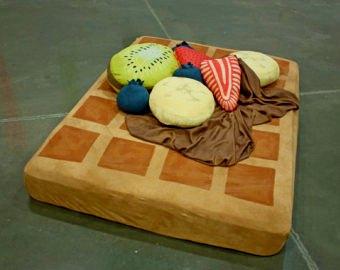 Необычные напольные подушки