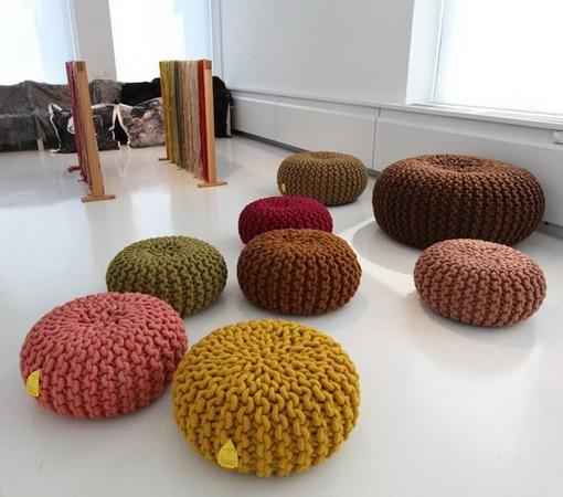 Напольные подушки в интерьере