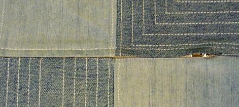 Декоративная подушка из джинсов в стиле пэчворк
