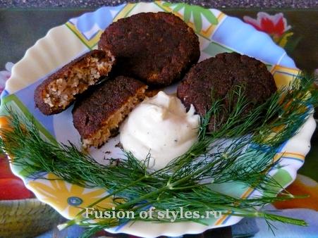 Вегетарианские котлеты из соевого мяса с грибами