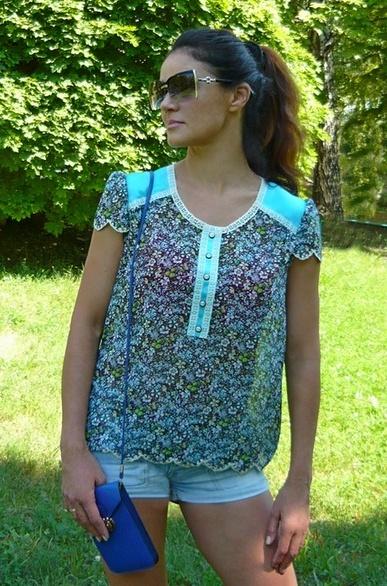 Шифоновая блуза с атласными вставками. Декорирована кружевом. Низ блузы и рукавов обработан машинной вышивкой. Обхват груди - 90 см, ширина по низу 104 см. Цена 700 гр.