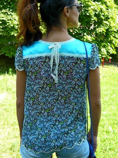Блуза сзади. Декорация в виде бантика.