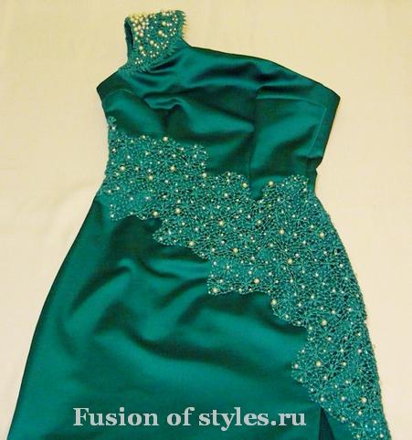 Вечернее платье с кружевной аппликацией