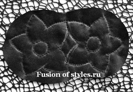Аппликация из ткани на сеточной блузе