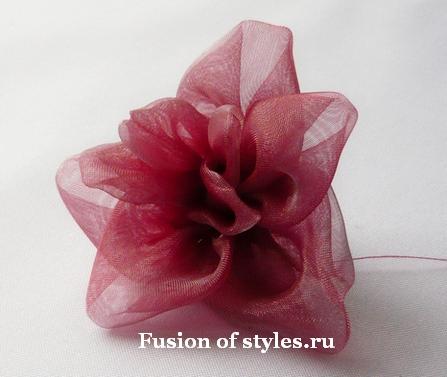 Цветок из органзы в технике канзаши