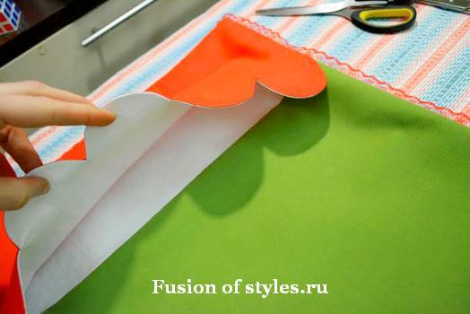 Подушка в лоскутной технике с вышивкой redwork