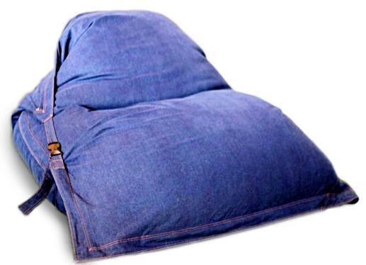 Оригинальные кресла из подушек для дома