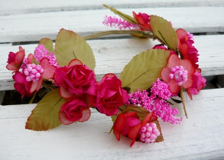 Венок на голову из декоративных цветов своими руками